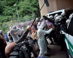 Protestors and police at German coal mine-2015-08-17-at-9.02.05-AM